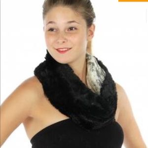 Accessories - Faux fur and lace neck warmer.